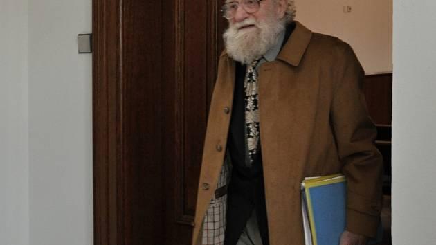 Sochař Jiří Hampl.