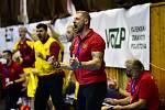 V zápasech play-off žije s týmem kompletní lavička v čele s trenérem Danem Čurdou.