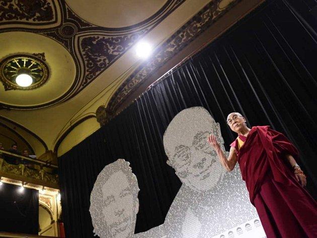 Veřejná přednáška dalajlamy v pražské Lucerně.