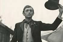 Součástí výstavy J. Menzela jsou fotografie z jeho filmů