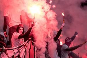Zápas 28. kola Fortuna ligy mezi Sparta Praha a Slavia Praha, hraný 14. dubna v Praze v Sinobo stadium. fanoušci Slavia