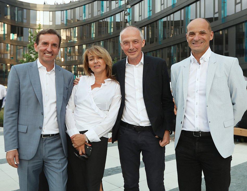 Spolumajitel Penty Marek Dospiva, primátorka Adriana Krnáčová, architekt Josef Pleskot a starosta Prahy 5 Pavel Richter (zleva). Developer Penta Real Estate je součástí investiční skupiny Penta, do níž patří i Vltava Labe Media, vydavatel Deníku.