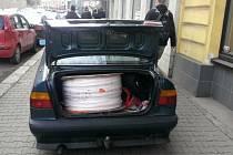 Policisté z Prahy 4 zadrželi dvojici, která se snažila prodat kilometr dlouhý kradený kabel.