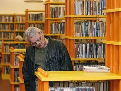 V NOVÉM. Knihovna je teď barevnější a útulnější.
