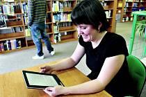 ELEKTRONICKÉ KNIHY. Městská knihovna nabízí nyní zdarma ke stažení přes šest set elektronických knih .