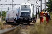 Vykolejený rychlík Elefant zablokoval dopravu na trati, ke zranění nedošlo.
