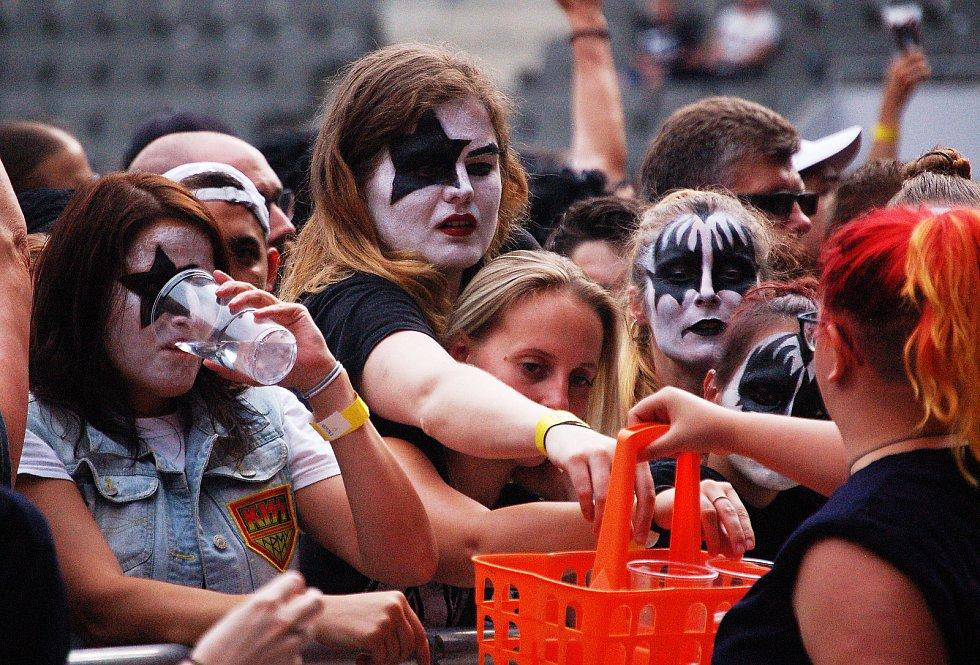 """Americká kapela Kiss vystoupila 19. června v Edenu v rámci svého """"posledního"""" turné."""
