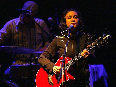 Lenka Dusilová & The Band v Akropoli.