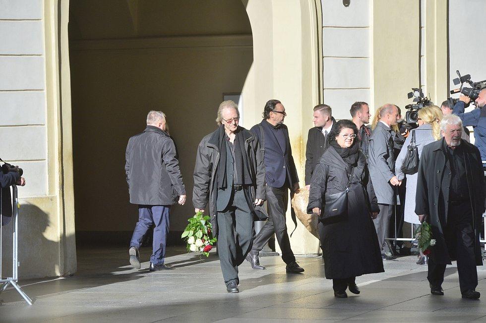 Ve svatovítské katedrále se koná zádušní mše za Karla Gotta, kam mohou jen pozvaní hosté. Jiří Vondráček s manželkou