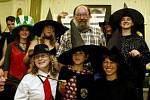 SETKÁNÍ ČTENÁŘŮ. Překladatel Pavel Medek se včera v pražském knihkupectví Kanzelsberger na Václavském náměstí sešel s fanoušky série knih o Harry Potterovi. Na celém světě byl prodej posledního dílu zahájen přesně o půlnoci londýnského času.