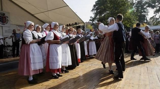 Před Břevnovským klášterem v Praze se konalo 11. října 2008 Břevnovské posvícení.