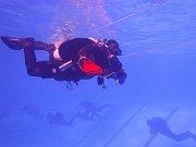Pražští hasičští potápěči absolvovali zdokonalovací výcvik.