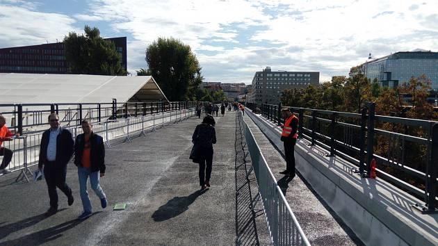 Procházka po Negrelliho viaduktu.