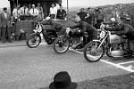 Závody – v roce 1947 se v Hrdlořezích konaly automobilové a motocyklové závody Dvěma směry.