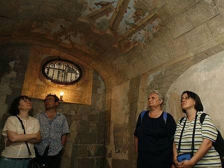 BETLÉMSKÁ JESKYNĚ. Návštěvníci chrámu se kochali podzemními prostory, ve kterých se k napsání své nejslavnějšopery údajně inspiroval i skladatel Bedřich Smetana.í