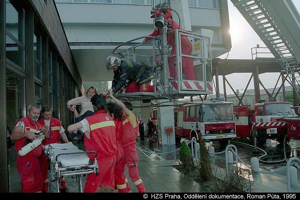 Při požáru pražského hotelu Olympik zemřelo 26. 5. 1995 osm lidí.