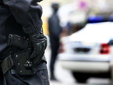 STŮJ? NEBO STŘELÍM! Varování, známé z detektivek, teď mohli Pražané zaslechnout i v ulicích metropole./Ilustrační foto