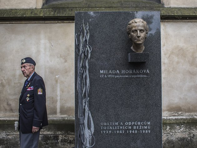 Pietní vzpomínka k uctění památky dr. Milady Horákové, popravené komunistickým režimem před 65 lety, proběhla 26. června na pražském Vyšehradském hřbitově.