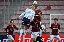 Utkání 27. kola první fotbalové ligy: AC Sparta Praha - 1. FC Slovácko, 18. dubna 2021 v Praze. Zleva Jan Kliment ze Slovácka a Ladislav Krejčí ml. a Ondřej Čelůstka ze Sparty.
