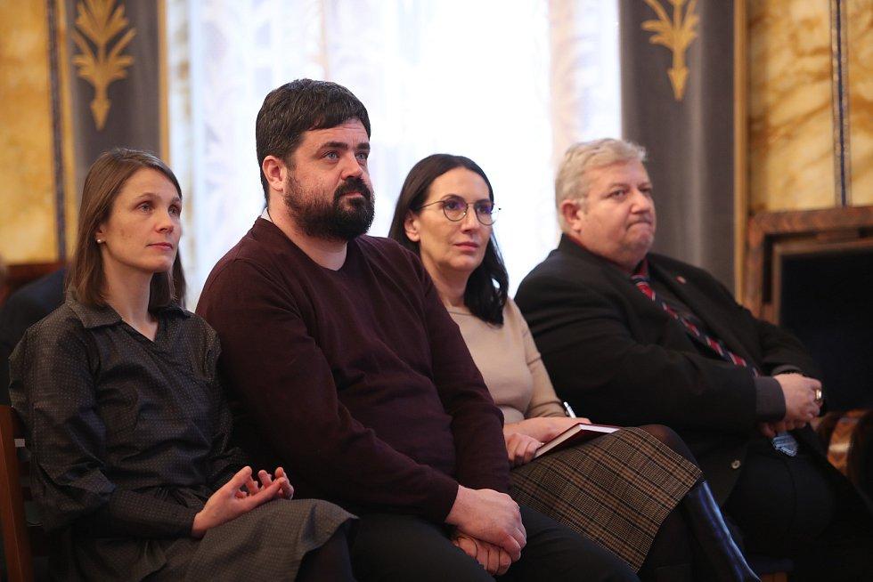 Setkání s primátorem Zdeňkem Hřibem. Starosta Řeporyjí Pavel Novotný (vlevo), pražská zastupitelka Alexandra Udženija (vpravo)
