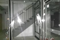 Poničená dveřní výplň.