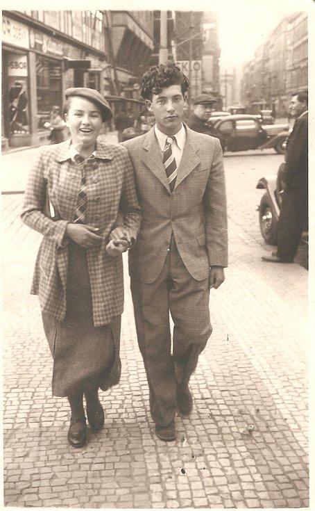 Anna Fidlerová s přítelem Lorisem Sušickým, Praha 1940.