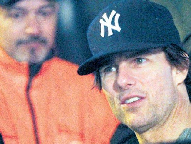 AMERICKÁ FILMOVÁ HVĚZDA Tom Cruise při natáčení snímku Mission Impossible 4vroce 2010vPraze. Ohlavní město Česka je mezi americkými filmaři stále velký zájem.