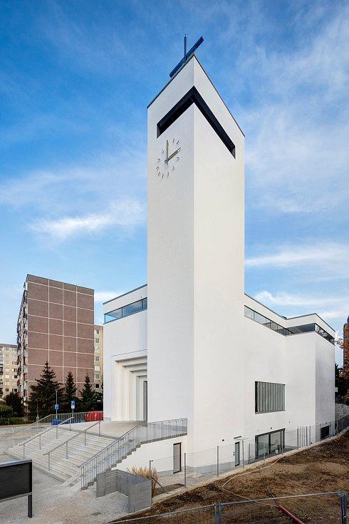 Kostela Krista Spasitele na Barrandově byl v dubnu 2021 dokončen.