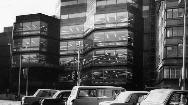 Vnoučata architektů Machoninových, kteří vytvořili OD Kotva, se bojí o rekonstrukci stavby.