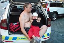 Strážníci pomohli ve Wuchterrlově ulici zraněnému dítěti.