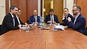 Zástupci stran, které jednají o vytvoření koalice v Praze (Piráti, Praha sobě, Spojené síly pro Prahu), se znovu sešli k jednání o personálních otázkách a dokončení programového prohlášení.