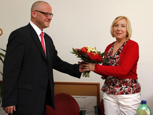 V úterý oficiálně předal funkci ředitele Nemocnice Na Bulovce MUDr. Petr Zajíc, MBA do rukou dosavadní náměstkyně pro strategii a rozvoj MUDr. Zuzaně Bonhomme Hankeové.