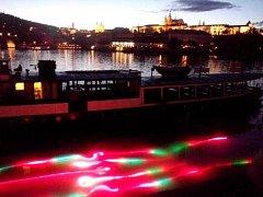 Signal festival je veřejná přehlídka světelného umění - unikátních autorských instalací a videomappingových projekcí, které oživují fasády slavných budov. Jeho druhý ročník se koná od 16. do 19. října 2014 v centru Prahy.