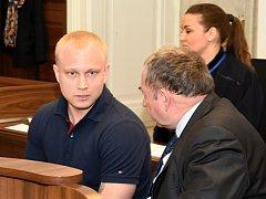 Z pokusu o vraždu a z nedovoleného ozbrojování obžalovaný Rus Denis Pronin u Městského soudu v Praze.