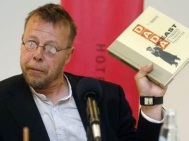 Ve své doposud poslední knize Dada East Tom Sandqvist ze Švédska pojednává o neznámých rumunských kořenech Dada.