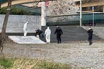 Z pražské Nemocnice Na Bulovce utekl pacient nakažený koronavirem. Policie ho dopadla nedaleko.