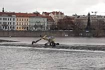 Rekonstrukce Staroměstského jezu v Praze.
