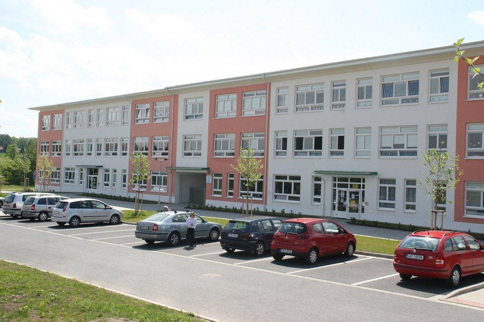 Hostivice, základní škola