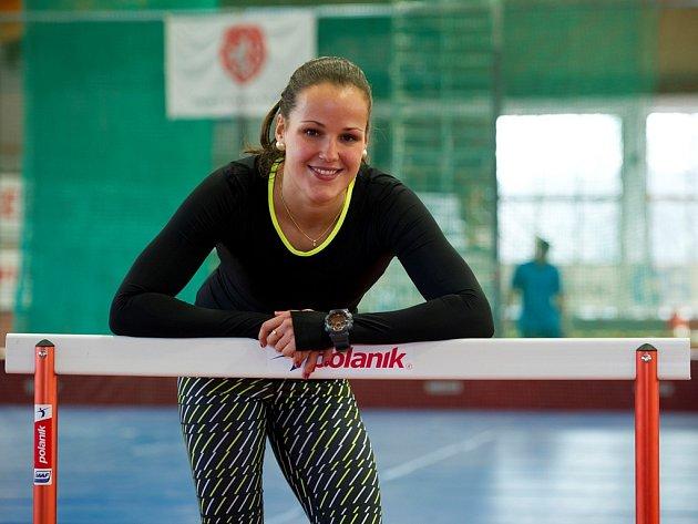 S OPTIMISMEM hledí k halovému mistrovství Evropy v Praze překážkářka soutěžící na trati 60 metrů Lucie Koudelová.