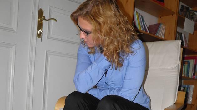 PŘESTOŽE BYLA PREMIANTKA, měla tři práce a doma partnera, trápila se. To ale přátelé nevěděli.