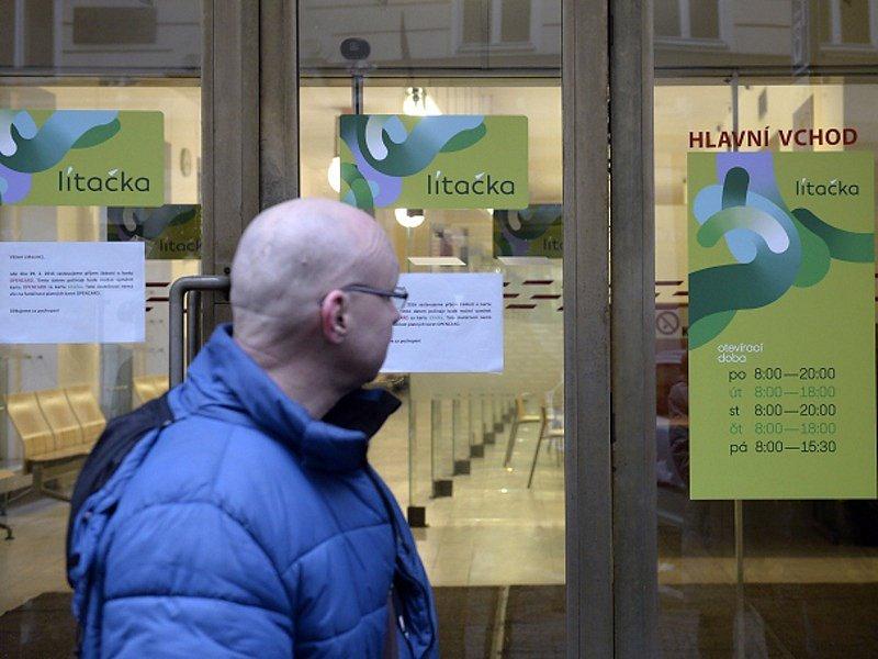 Výdejní místo karty Lítačka ve Škodově paláci v Jungmannově ulici v Praze.