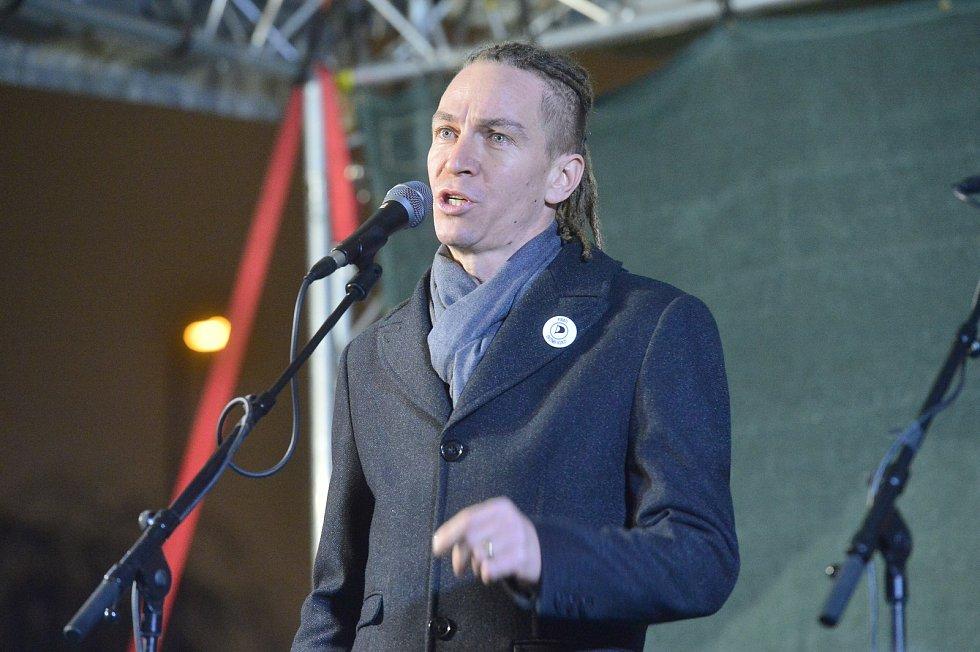 Demonstrace proti premiéru Andreji Babišovi 17. prosince 2019. Ivan Bartoš (Piráti)