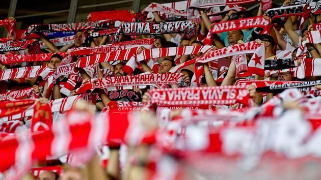 Fanoušci fotbalistů Slavie. Ilustrační snímek