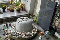 Hrob country zpěváka Michala Tučného na hřbitově v jihočeských Hošticích u Volyně na Strakonicku.