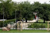 VSTUP NA TRÁVNÍKY POVOLEN. Nový park není určen jen dětem a sportovcům, relaxovat můžete i v klidnějším rytmu u pikniku.