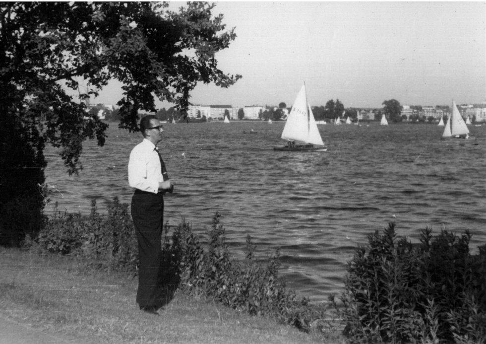 Na břehu jezera Alster v Hamburku v červnu 1968.