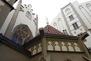 Toto novogotickou podobu ji dal na přelomu 19. a 20. století v souvislosti s asanační přestavbou Josefova architekt Alfred Grotte a synagoga si ji podržela dodnes.