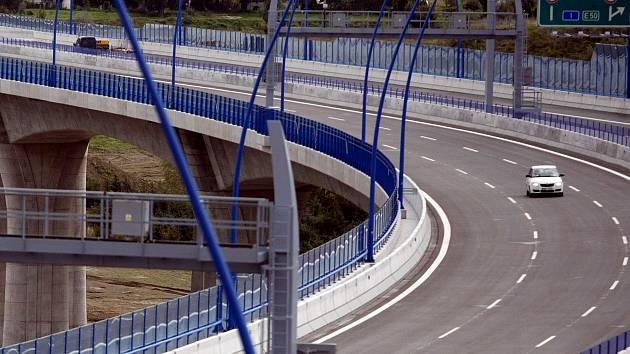 Most mezi Lochkovem a Komořany. Ilustrační foto.