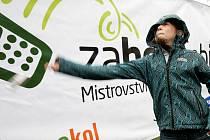 Mistrovství ČR v hodu mobilem s názvem Zahoď svůj mobil, se konalo v úterý 5. června ve Žlutých lázních.