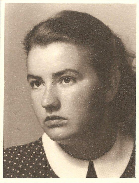 Anna Fidlerová v roce 1943.